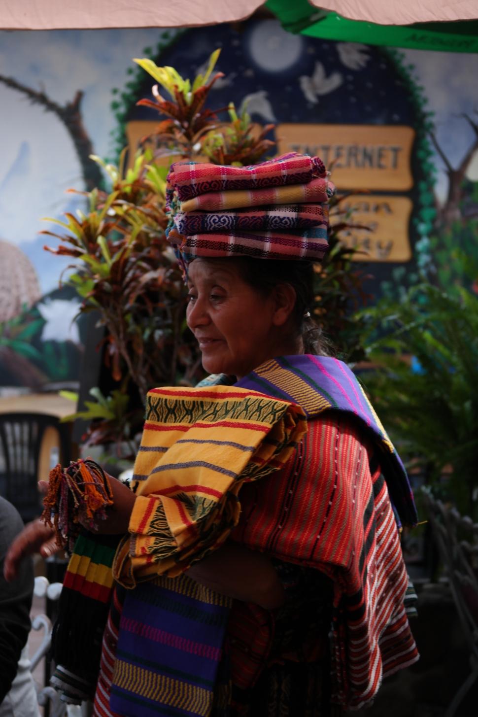 LakeAtitlan_Mayan_IndeginiousWoman_RCD_Shaikh2015