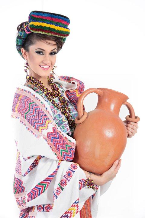 Guatemala_Ana_Luisa_Mont_far_1
